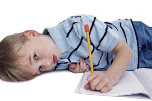 У детей симптомами астено-невротического синдрома являются повышенная капризность и проблемы с дисциплиной
