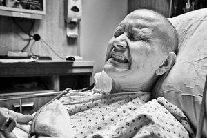 Больной онкологией в клинике