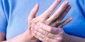 Почему немеют руки по ночам у пожилого человека